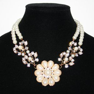 Beautiful gold pearl and rhinestone necklace adjus